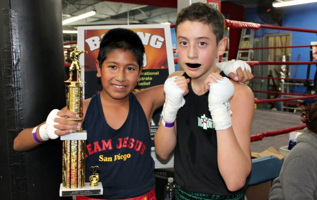 In Bout #9, it was Luis Monarrez (R) of Omaha Victory Boxing getting the win over Alex Celaya of USIAA of San Diego.