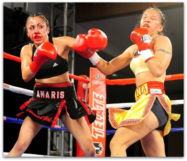 The Amaris Quintana (l) versus Gloria Salas (r) battle had the blood flying everywhere.