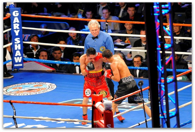 No one, including referee Pat Russell, will forget the Israel Vazquez (red trunks) versus Rafael Marquez (black trunks) wars.