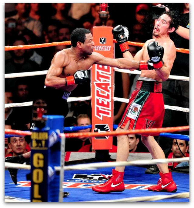 #2  Shane Mosley (l) lands a straight left on the chin of Tijuana's Antonio Margarito.