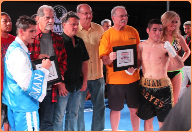 Both Daniel Roman (l)  and Juan Ramon Reyes (r) pose for photos with the show's sponsors after their great