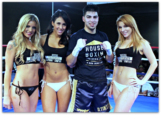 At the conclusion of his bout with Arthur Brambila, David Barragan poses for a photo with three of the Ring Card Girls. Photo: Jim Wyatt