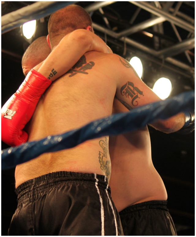 Late in Round #2, you could see both fighters were running low on petrol. Here we see both men leaning on each other.