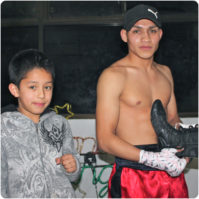 While preparing for his bout against Javier Lapizco, Efrain Gonzalez poses for a photo with one of his young admirers. All photos: Jim Wyatt