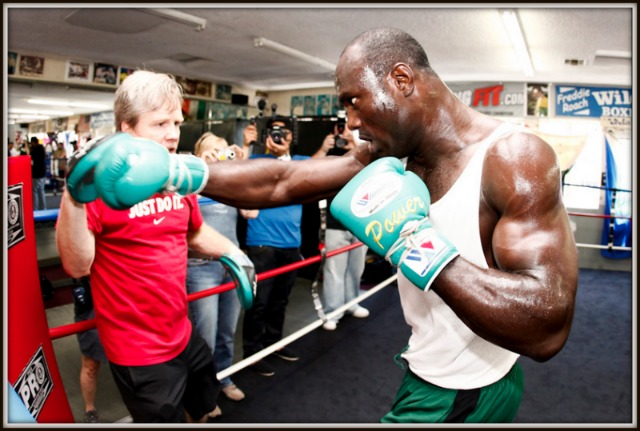 At the Wild Card Gym in Hollywood, CA, Nigerian heavyweight Lateef Kayode hits the mitts with four-time trainer of the year Freddie Roach.