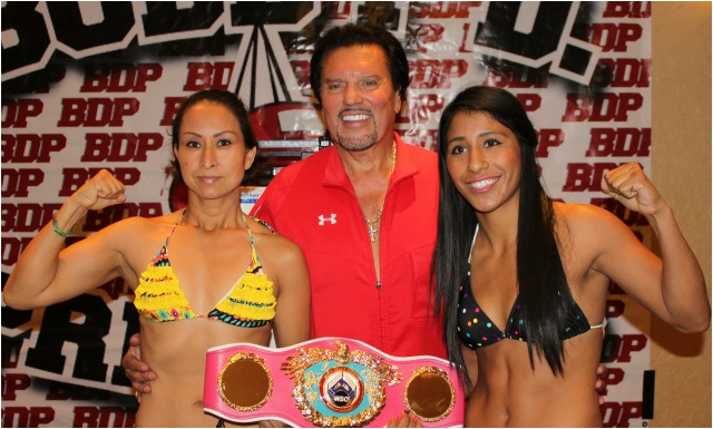 The two young ladies in the Main Event, Ana Arrazola (l) and Kenia Enriquez (r) pose for a photo with Bobby De Philippis, the promoter of All photos: Jim Wyatt