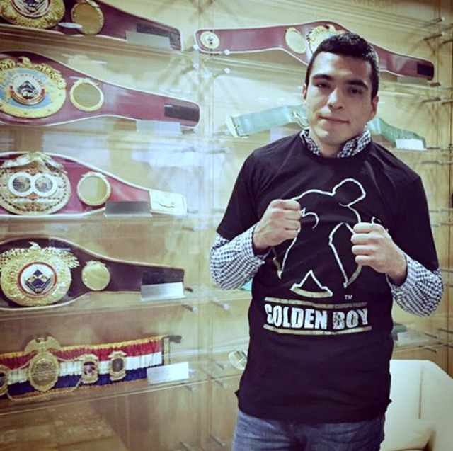 Antonio Gutierrez signs on the dotted line with Golden Boy Promotions.