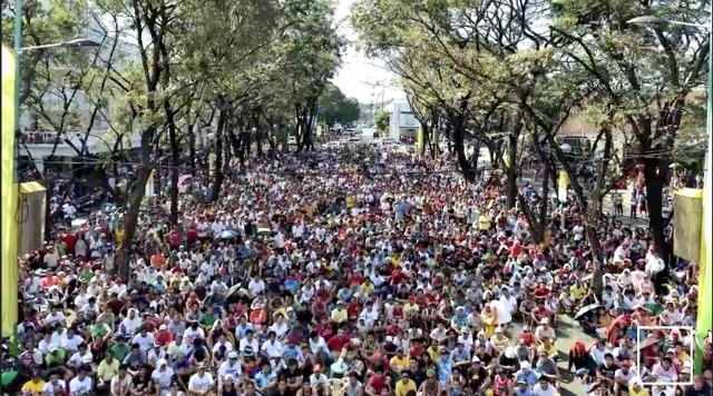 The Pacquiao fans are already lining the streets in preparation for the Pacquiao victory.