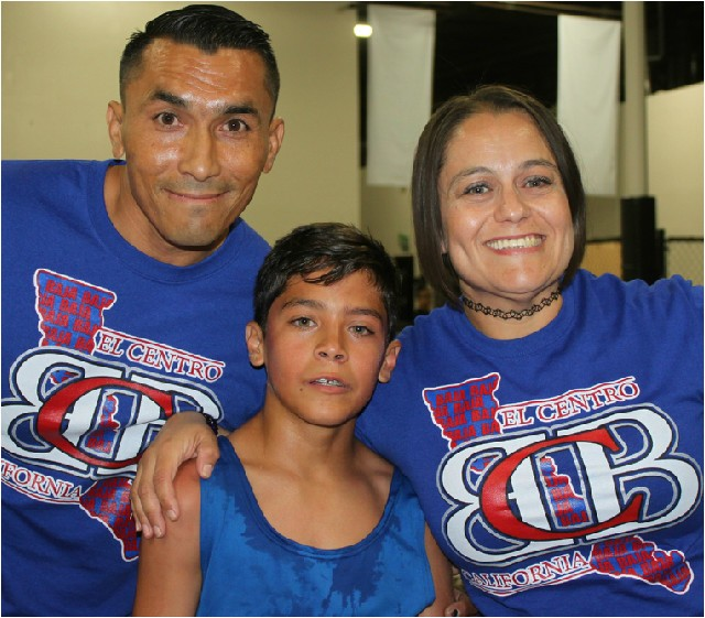 At the conclusion of his bout, Ricardo Aguirre poses for a photo with his proud parents. All photos: Jim Wyatt