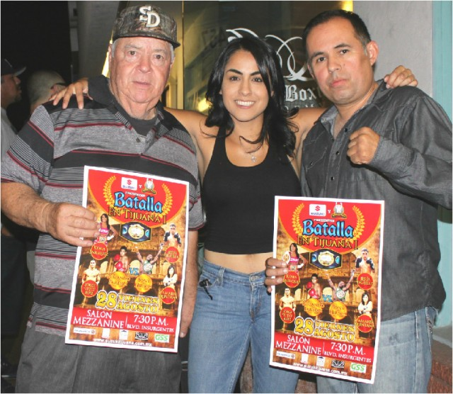The show's promoters Saul Rios and Lou Messina were also present and took the opportunity to have their photo taken with the popular boxer who is making her return after rehabbing an injury.