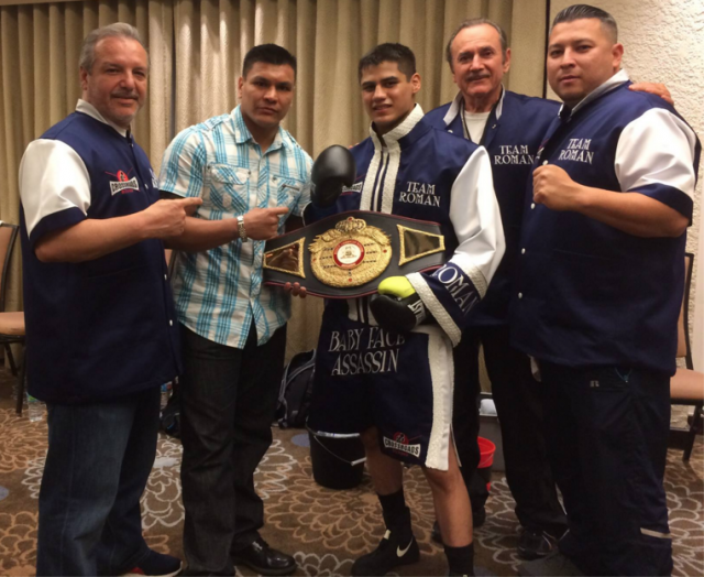 Just prior to his bout against Ramiro Robles on Friday evening, February 12, at the Doubletree Hotel in Ontario, Calif., the WBA NABA super bantamweight champ Danny Roman (c) took a moment for a photo with boxing great Daniel Ponce De Leon plus Roman's support staff led by coach Eddie Gonzalez (l).
