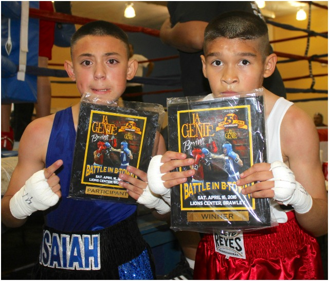 The two young pugilists show off their plaques for wanting