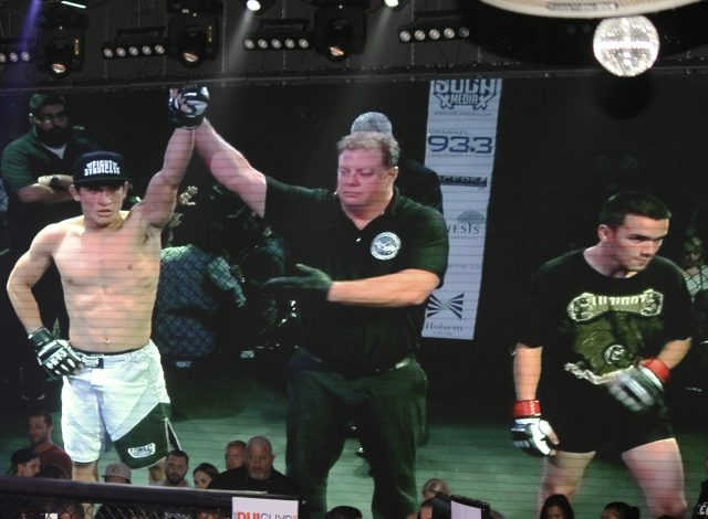 A third straight match ended early after Alberto Romo (3-2) of Gracie Humaita of Hemet, Calif. pounced on his opponent Henry Beltran (1-1) of Team United.