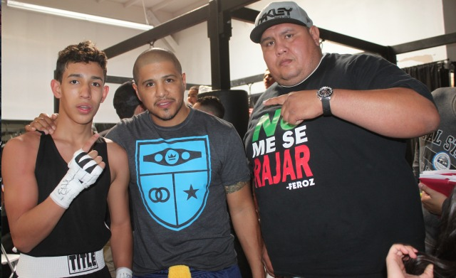 After his victory over Alejandro Mendoza, Josely Diana was joined by his coaching staff from the Feroz Fight Factory. One of the gents needs no introduction, he is Fernando Vargas.