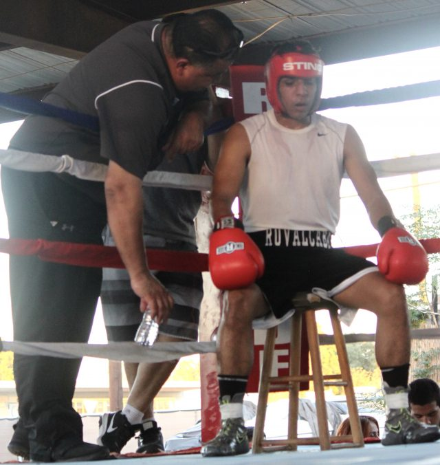Between rounds it was Felipe Ruvalcaba and his coach Henry Villegas