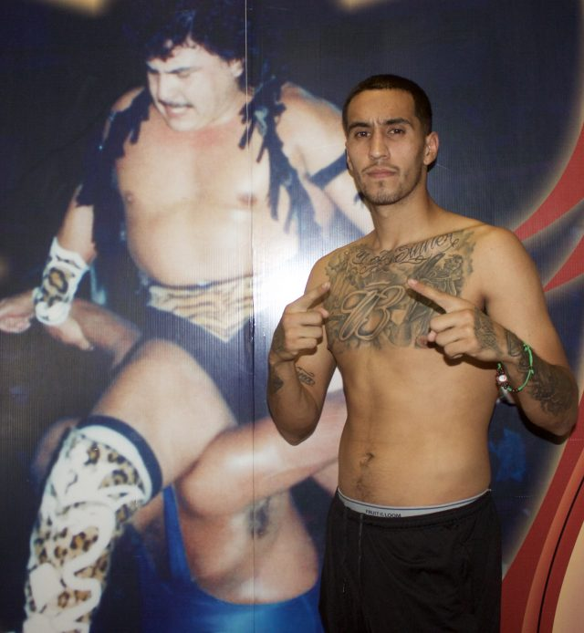 Ricardo Valdovinos of San Diego (2-0) was scheduled to face Isaac Avalos, the boxer who broke his hand.